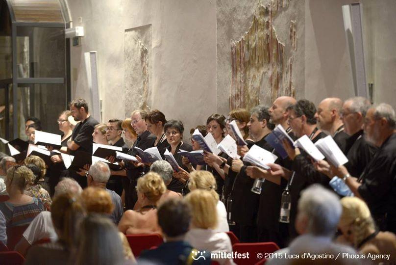Parte di ZH2VOX durante il concerto con il compositore Virginio Zoccatelli. (da sito Mittelfest inFacebook)